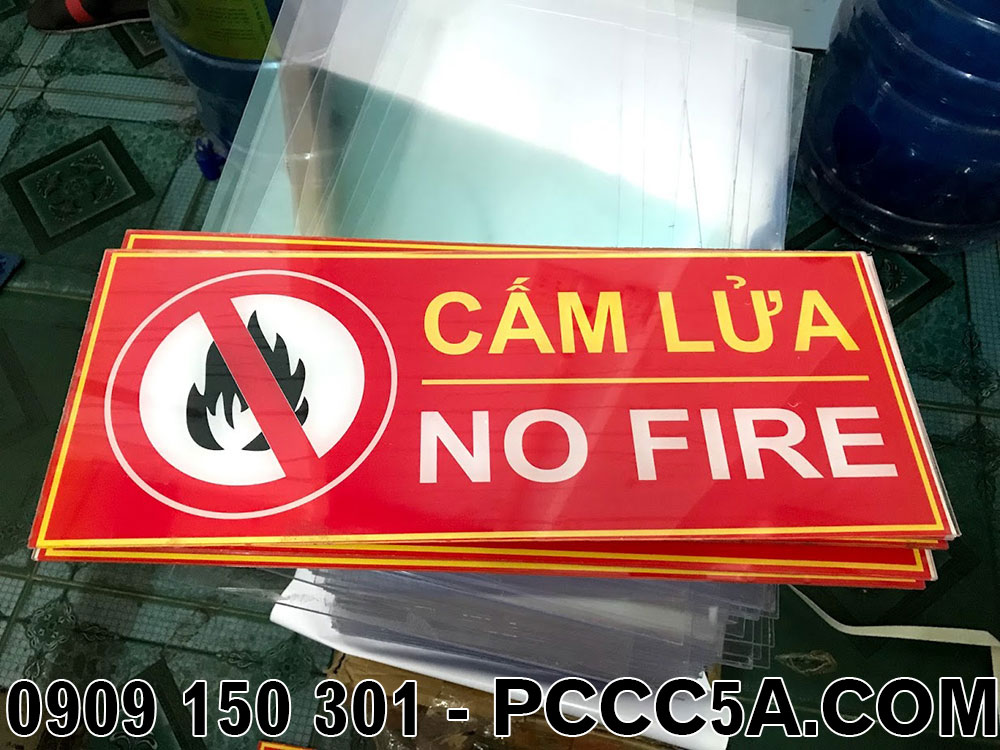Làm bảng báo cấm lửa kích thước yêu cầu bằng tấm mica