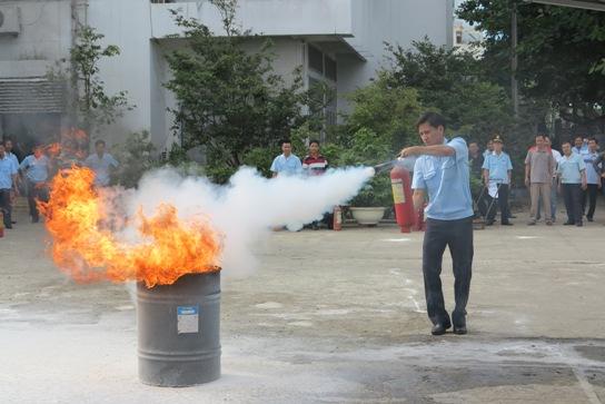 Bên trong bình chữa cháy chứa khí gì?