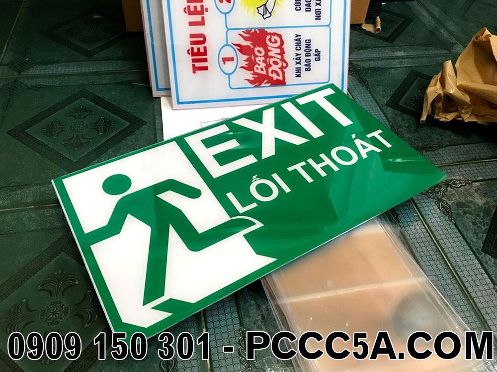 bảng exit mica